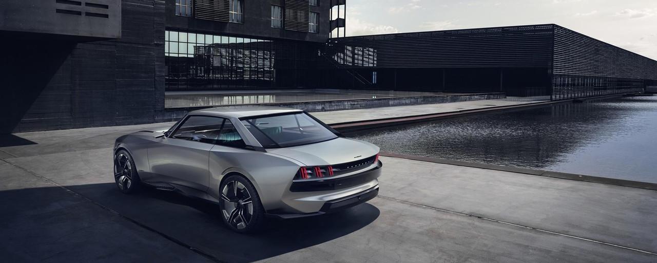PEUGEOT-Concept-Car-e-Legend-Aussendesign-Leuchtsignatur-Heckansicht