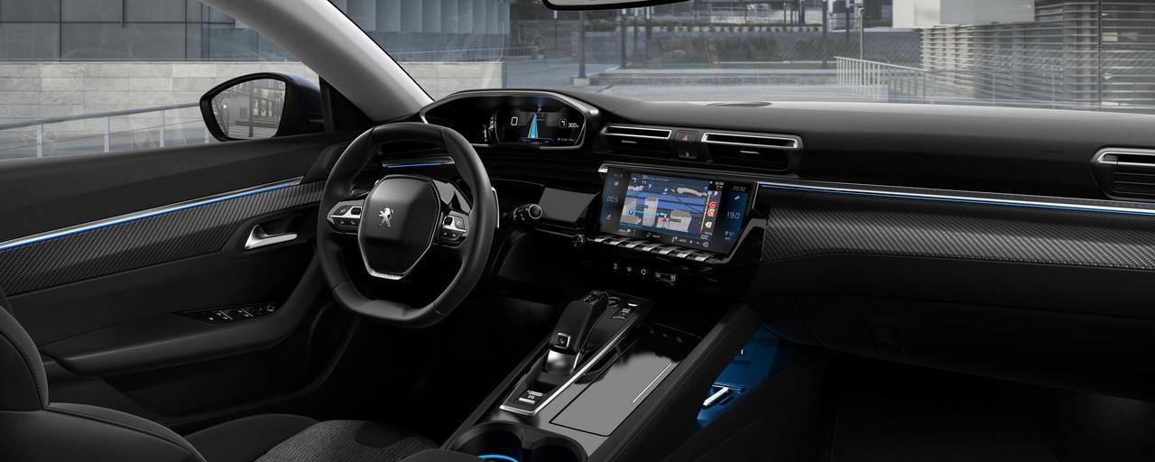 PEUGEOT i-Cockpit®, mit Head-up-Display und sportlichem Lenkrad – die Limousine PEUGEOT 508 fur Geschaftskunden