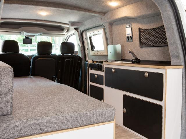 Der-neue-PEUGEOT-Partner-Alpin-Camper-Innenraum