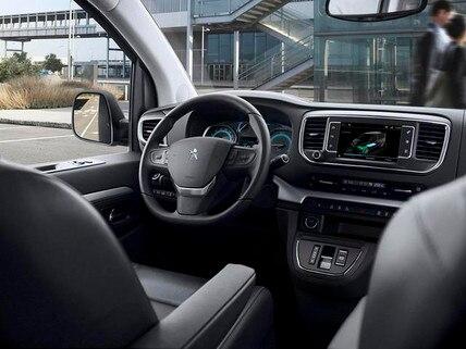 PEUGEOT e-Traveller Business mit Elektromotor – Innendesign – Lenkrad und Armatur
