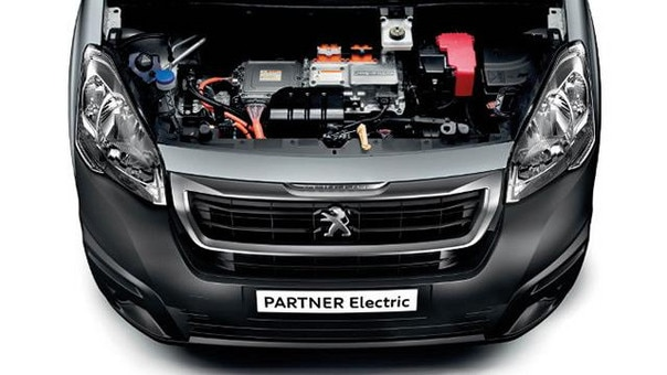 PEUGEOT Partner Electric Umwelteffizient Motorraum