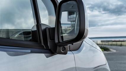 Neuer-PEUGEOT-Partner-Kastenwagen-Seitenspiegel