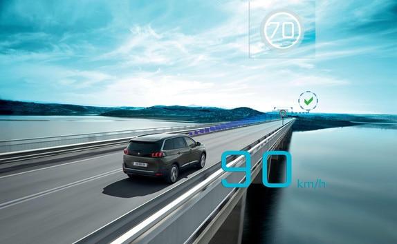 SUV-PEUGEOT-5008-Geschwindigkeitswarner