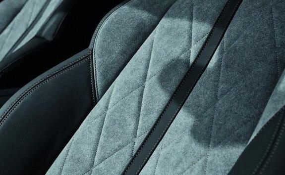 Der neue PEUGEOT 508 HYBRID GT, exklusive Bezuge aus Alcantara® in Gréval-Grau