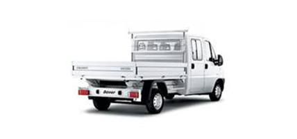Pritschenwagen von PEUGEOT auf weiß