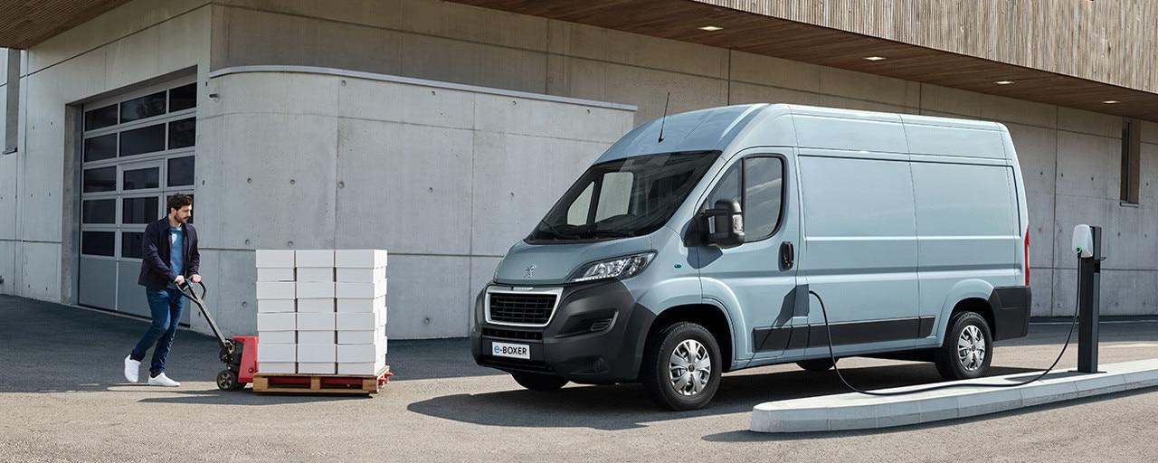 Neuer PEUGEOT e-Boxer Kastenwagen mit Elektroantrieb