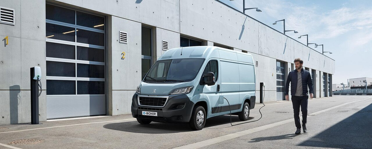 Neuer PEUGEOT e-Boxer Kastenwagen – Aufladen am Arbeitsplatz