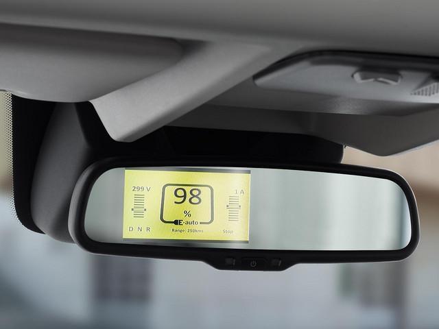 Neuer PEUGEOT e-Boxer Kastenwagen – Display am Innenrueckspiegel