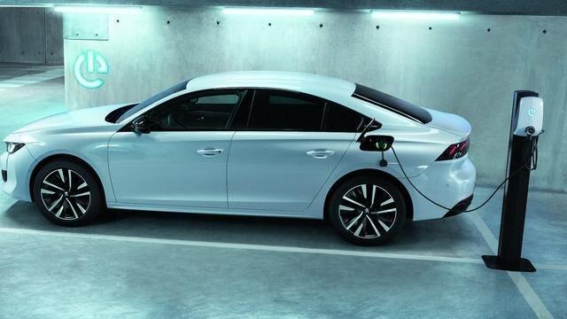 Neuer PEUGEOT 508 Hybrid, Coupé-Limousine mit Plug-In Hybridmotorisierung