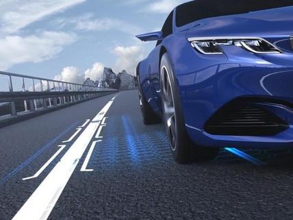 Halbautonomes Fahren mit adaptivem Geschwindigkeitsregler mit Stop-&-Go-Funktion und aktivem Spurhalteassistenten – der neue Business-Kombi PEUGEOT 508 SW.