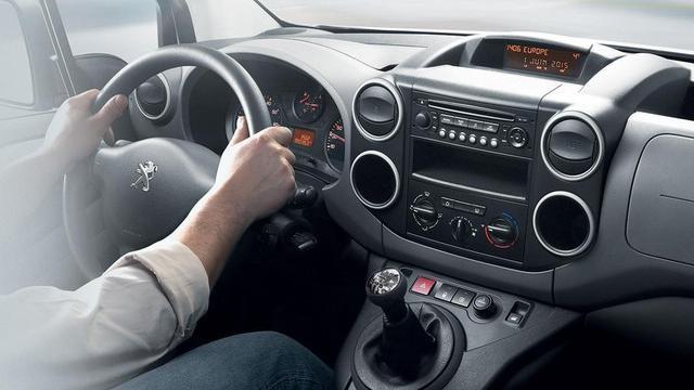 PEUGEOT-Partner-Kastenwagen-Design-i-Cockpit