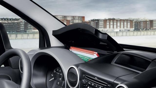 PEUGEOT-Partner-Kastenwagen-Amatur-verstauen